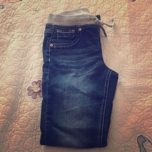 I am selling a girls jeans from justice